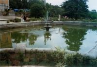 Fantana arteziana in fata palatului Masandra